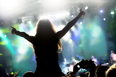 L2 Girl at a concert_Alen Popov_E+_GettyImages_155129024_400.jpg